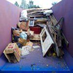 Погрузка мусора в контейнер