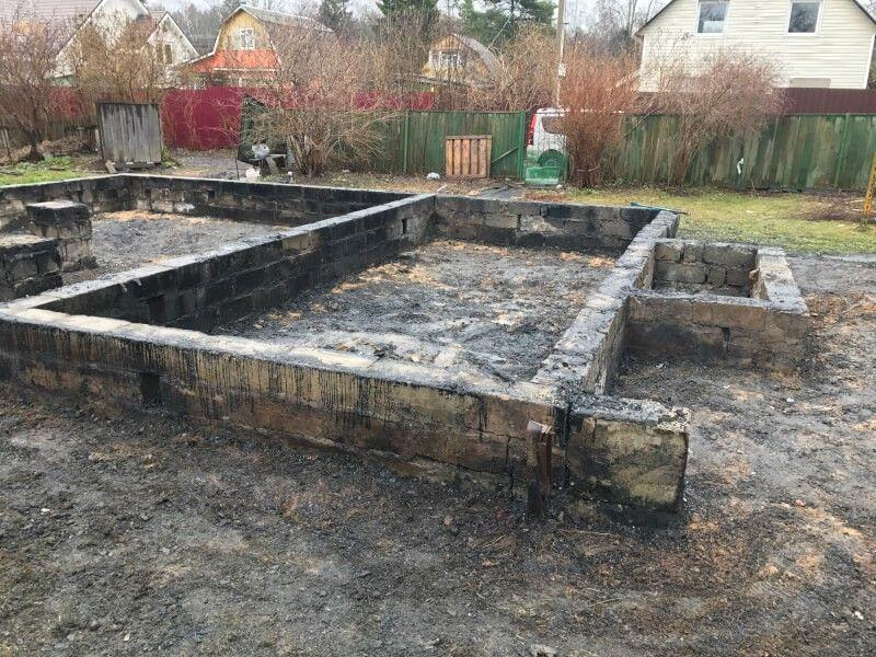 Демонтаж сгоревшего дома в Истре