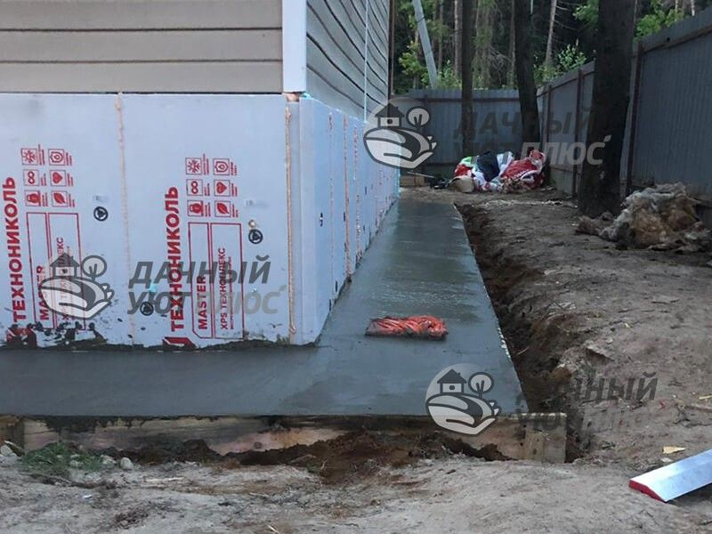 Отмостка бетонная дома на участке