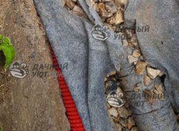 Укладка дренажных труб на геотекстиль Солнечногорск
