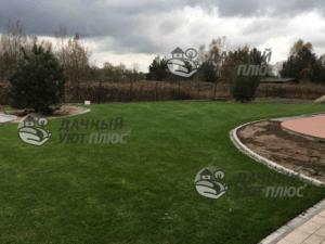 Вид благоустроенного рулонного газона