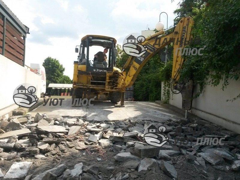 Демонтаж бетонного покрытия гидромолотом