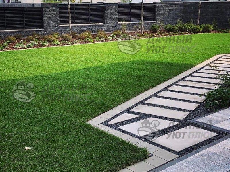 Рулонный газон и дорожки из тротуарной плитки