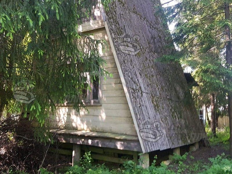 Старая деревянная заброшенная дача