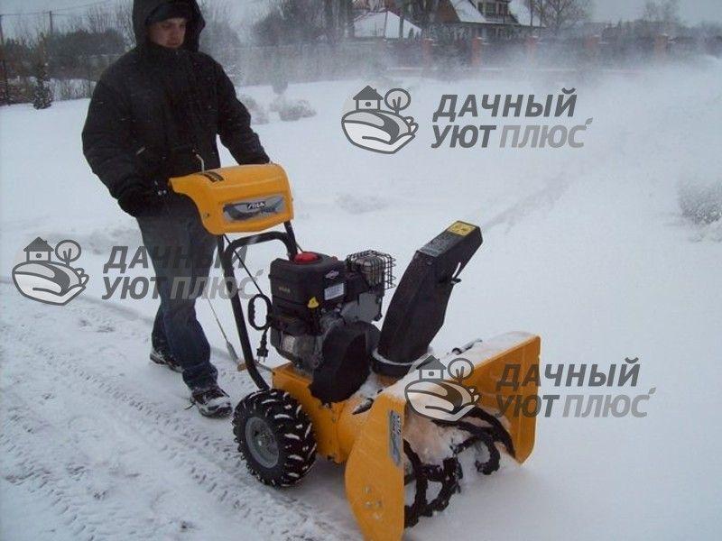 Процесс уборки снега