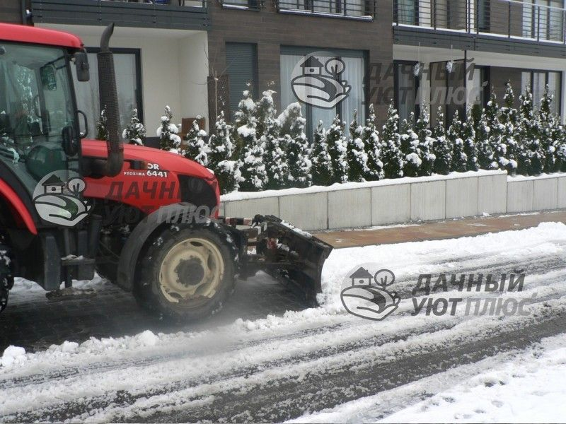 удаление снега и наледи с тротуаров погрузчиком