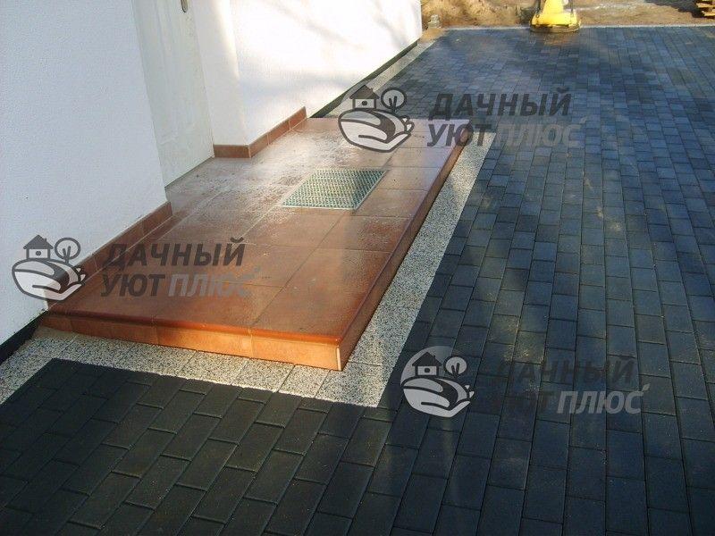 Укладка тротуарной плитки перед домом