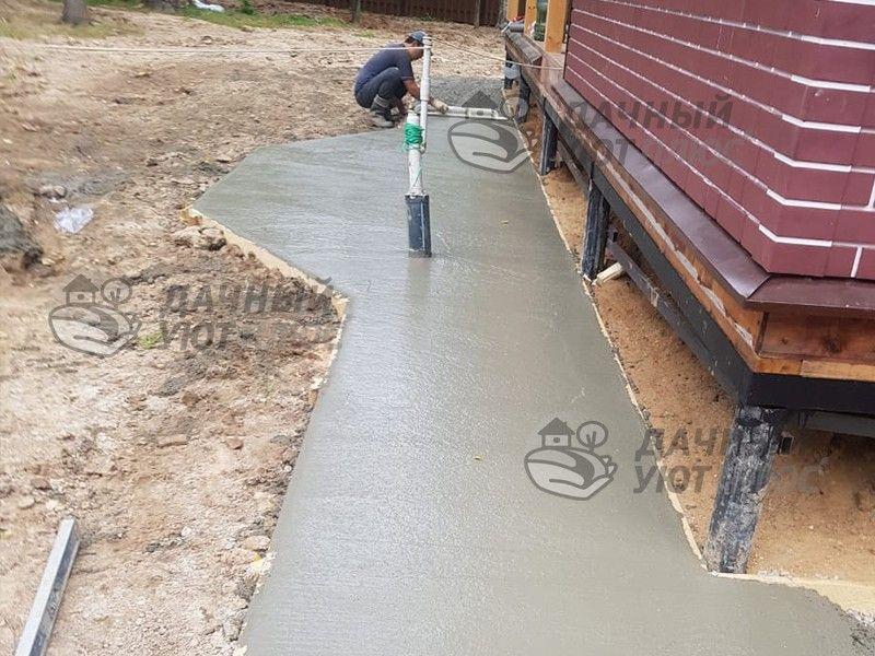 Обустройство бетонной отмостки